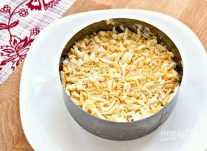 Новогодний салат с ветчиной, грибами, сыром, зеленым луком - фото шаг 4