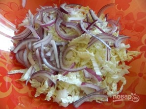 Салат из селедки с пекинской капустой - фото шаг 2