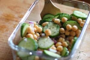 Салат с огурцом и нутом - фото шаг 1