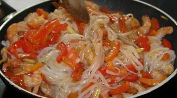 Рисовая лапша с морепродуктами - фото шаг 5