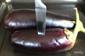 Салат из печеных баклажан с помидорами и чесноком - фото шаг 2