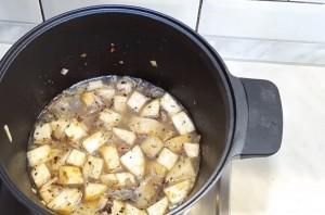 Суп из крапивы и сельдерея - фото шаг 2