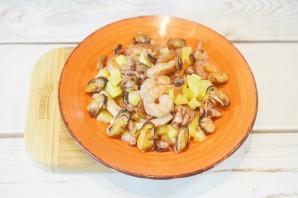 Теплый салат с морепродуктами - фото шаг 4