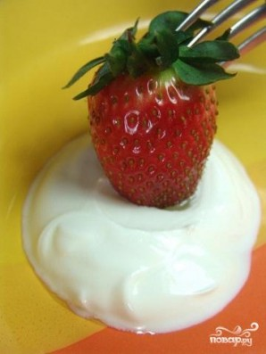 Клубника с молоком - фото шаг 3