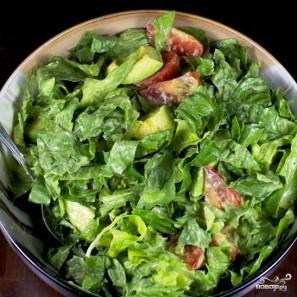 Зеленый салат с помидорами и авокадо - фото шаг 11