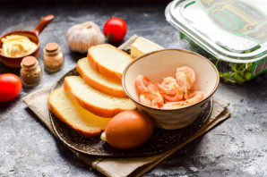 Бутерброды с креветками на праздничный стол - фото шаг 1