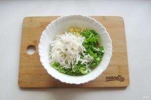 Салат с дайконом и крабовыми палочками - фото шаг 6