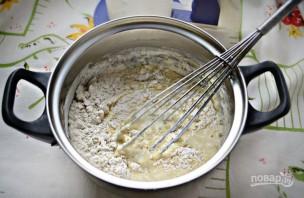 Простой рецепт блинов на кефире - фото шаг 2