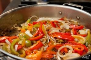 Паста с сосисками и овощами - фото шаг 4