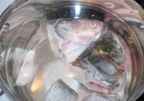 Рыбный суп с пшеном - фото шаг 1