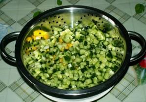 Салат из кукурузы и крабовых палочек - фото шаг 1