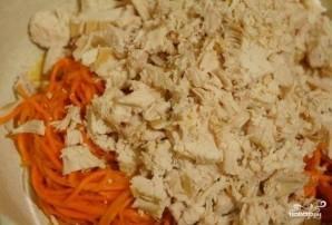 Салат с грудкой и корейской морковкой - фото шаг 1