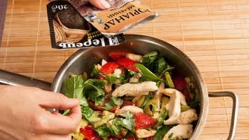 Горячий салат с курицей - фото шаг 9