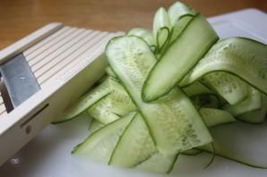 Салат с семгой и огурцом - фото шаг 1