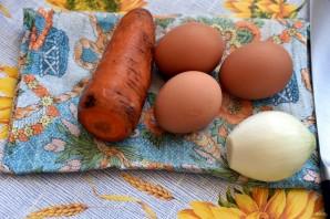 Салат с морковью и копченой горбушей - фото шаг 1
