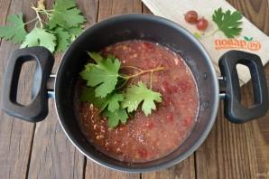 Варенье из крыжовника с листьями смородины - фото шаг 4