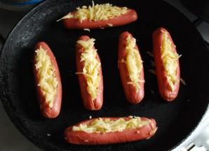 Сосиски, запеченные с сыром - фото шаг 3