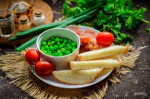 Салат с зеленым горошком и сухариками - фото шаг 1