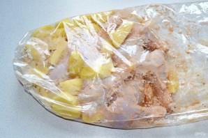 Картошка с куриными ножками в рукаве - фото шаг 5