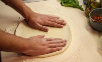 Тонкое бездрожжевое тесто для пиццы - фото шаг 9
