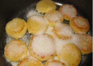 Сырники в мультиварке на пару - фото шаг 6