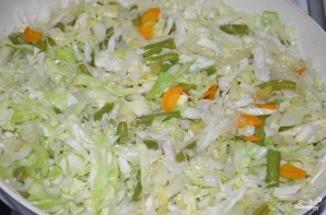 Тушеная капуста на сковороде - фото шаг 7