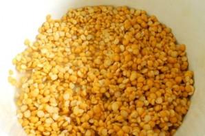 Гороховый суп с копченым окорочком - фото шаг 1