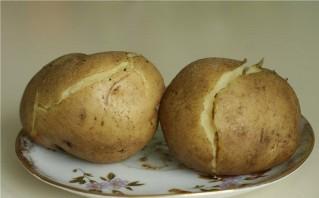 Салат с картошкой и солеными огурцами - фото шаг 1