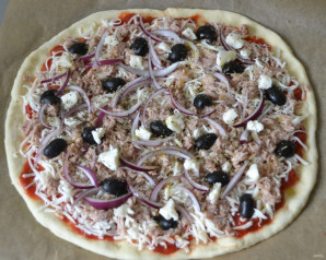Пицца с рыбными консервами - фото шаг 10
