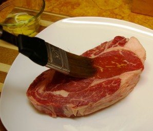 Стейк из свинины на сковороде - фото шаг 1