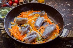 Тушеная путассу с луком и морковью - фото шаг 6