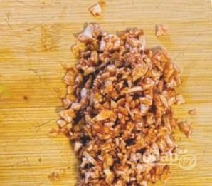 Фаршированные грибы с оливками и орехами  - фото шаг 2