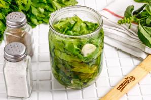 Маринованные листья салата с чесноком и уксусом - фото шаг 5