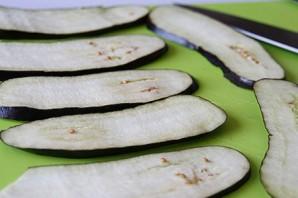 Вкусные рулетики из баклажанов с сыром - фото шаг 1