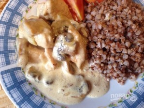 Курица в сливочном соусе с грибами - фото шаг 10