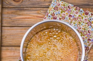 Бисквитная шарлотка с яблоками - фото шаг 1