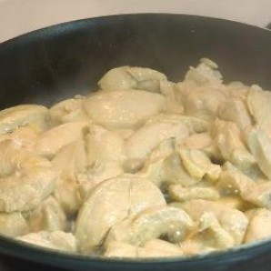 Курица с грибным соусом - фото шаг 4