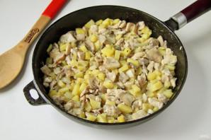 Пирог с картошкой, грибами и курицей - фото шаг 5
