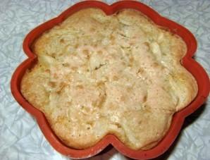 Шарлотка на маргарине с яблоками - фото шаг 7