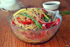 Салат с фунчозой, огурцом и перцем - фото шаг 8
