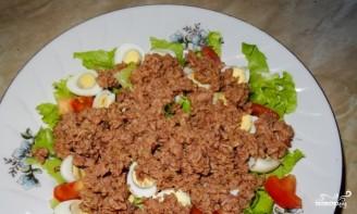 Салат с перепелиными яйцами и тунцом - фото шаг 4