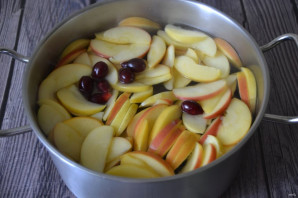Компот из яблок и кизила - фото шаг 4