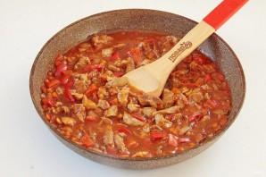 Индюшатина с овощами в томатном соусе - фото шаг 8