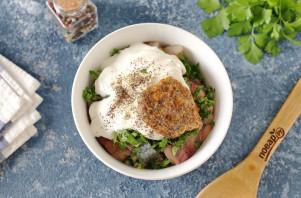 Салат с селедкой и маринованными огурцами - фото шаг 7
