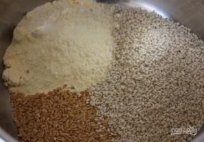 Кукурузные хлебцы с семечками - фото шаг 1