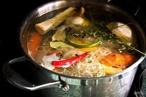 Суп с домашней курицей и жареной лапшой - фото шаг 3