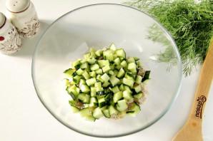 Салат с куриной грудкой и маринованным луком - фото шаг 4