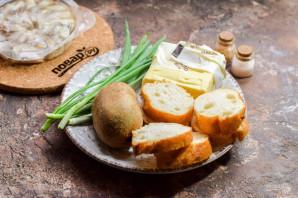 Бутерброды с селедкой и киви - фото шаг 1