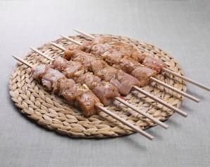 Рецепт шашлыка из курицы в чесночно-луковом маринаде - фото шаг 5
