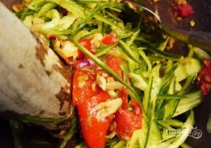 Острый огуречный салат - фото шаг 4